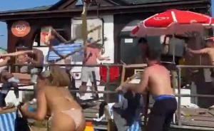 PIJANI ENGLEZI PONOVO DIVLJAJU: Opšta makljaža na plaži – stolice letele na sve strane, roditelji sa decom nemo posmatrali! (VIDEO)