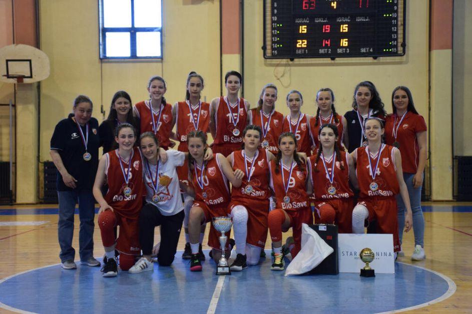 PIONIRKE ZVEZDE ŠAMPIONKE SRBIJE: Crveno-bele slavile nad Art Basketom i podigle šampionski pehar