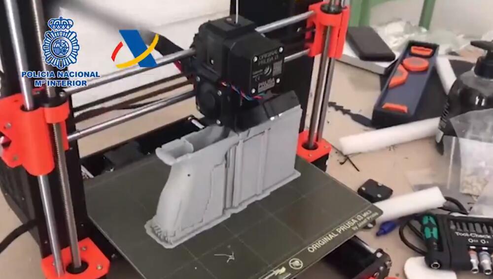 PIŠTOLJI IZ ŠTAMPAČA: U ilegalnoj radionici u Španiji pravili oružje uz pomoć 3D printera