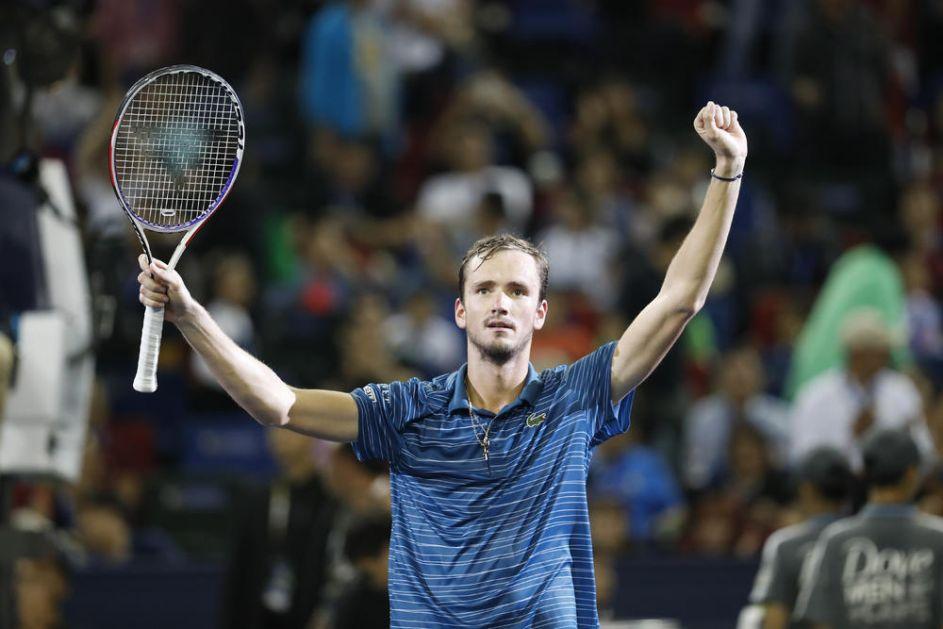 PITANJE JE TRENUTKA KADA ĆE BITI BROJ 1: Danil Medvedev POČISTIO Zvereva u finalu i osvojio turnir u Šangaju!