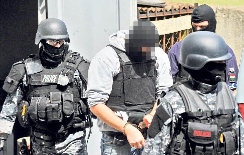 PLAĆENI UBICA NA MESTU ZLOČINA: Čabu Dera (39) IZVELI IZ ZATVORA da pokaže gde je zakopao pištolj