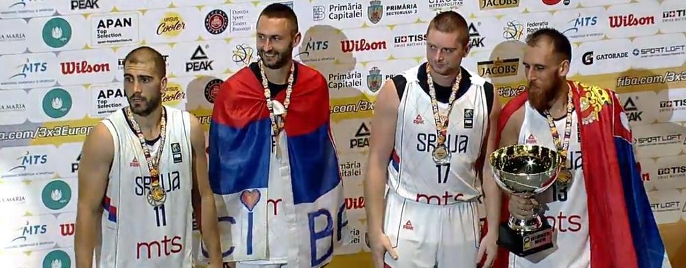 PLAKALI UZ BOŽE PRAVDE: Šampioni Evrope u basketu uz mnogo emocija otpevali himnu Srbije (VIDEO)