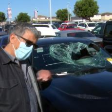 PLJAČKA GODINE! Lopovi ukrali 80 LUKSUZNIH automobila tokom protesta u SAD-u iz jednog salona! (VIDEO)