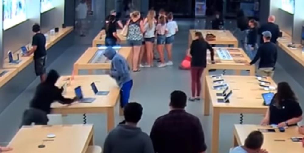 PLJAČKA KO NA FILMU: Za 30 sekundi pokupili laptopove vredne 27.000 dolara i nestali, a kupci stajali kao hipnotisani! (VIDEO)