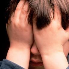 PO BOJI GLASA MOŽETE DA PRIMETITE Dečiji psihoterapeut ukazuje na znake da je dete žrtva predatora