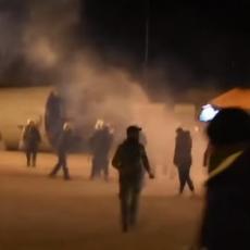 POBUNA U GRČKOJ: Sukob policije i demonstranata zbog izgradnje centra za migrante! (VIDEO)