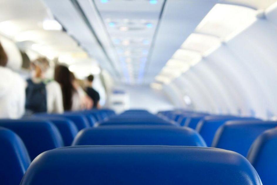 POČELA JE DA VRIŠTI I DA SE OPIRE: Novi incident u avionu zbog maske, ženu uhapsili dok se ona drala: Nisam životinja!