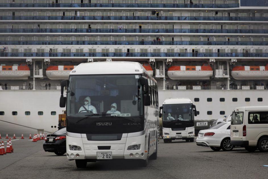 POČELO ISKRCAVANJE PUTNIKA SA KRUZERA U JAPANU: Završen je dvonedeljni karantin! (VIDEO)