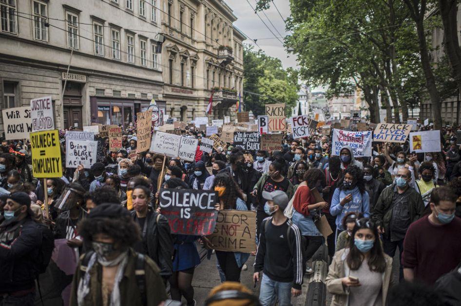 PODRŠKA I IZ BEČA: Hiljade ljudi se okupile na skupu protiv rasizma (FOTO)