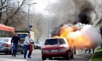 POGLEDAJTE: Zapalio se automobil u Bulevaru kneza Aleksandra (FOTO+VIDEO)