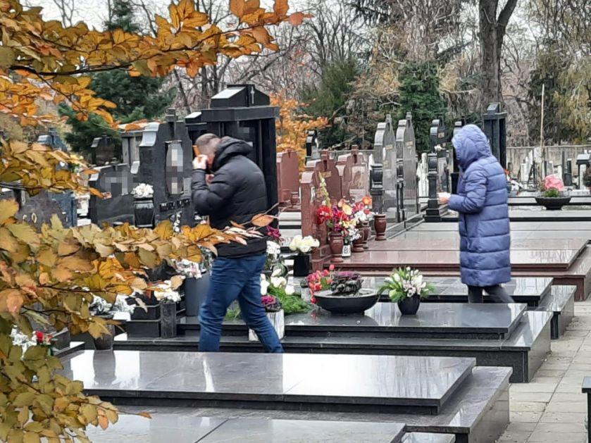 POGREBNICI RADE I PREKOVREMENO: Toliko je umrlih da su sahrane u Beogradu i NEDELJOM, opela se organizuju NA 15 MINUTA