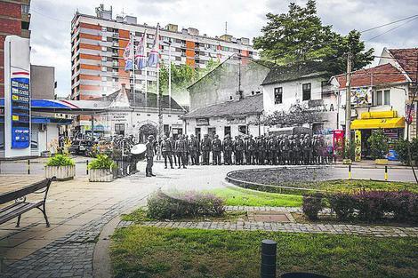 """POKLON NIŠLIJE """"VIKIMEDIJI"""" Umetnik na slikama spojio stari i novi Niš"""