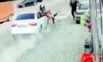 POKOSIO majku sa detetom, obe odletele: Udes u Novom Pazaru, ŽENA U TEŠKOM STANjU, devojčica srećom nepovređena (VIDEO)