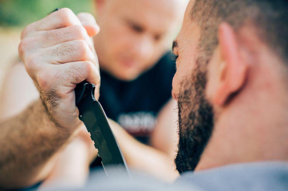 POKUŠAJ UBISTVA U BEOGRADU: Muškarac izboden nožem na Banjici!