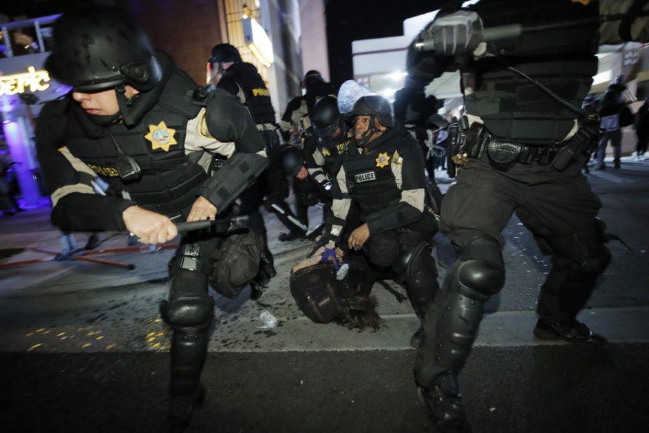 POLICAJAC UPUCAN NA NEREDIMA U LAS VEGASU: Rasni nemiri se ne smiruju u SAD! Haos na ulicama već danima!