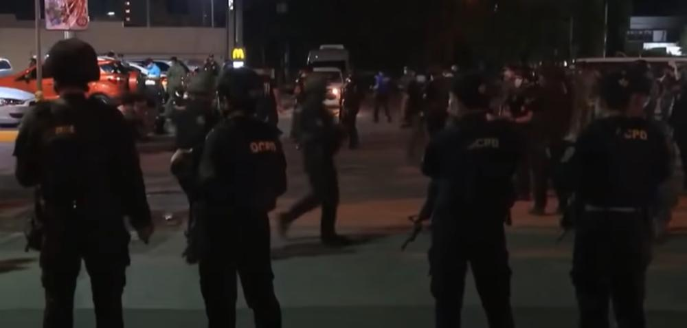 POLICIJA UPUCALA KOLEGE NA TAJNOM ZADATKU: Neverovatan okršaj na Filipinima, vlasti pokrenule istragu (VIDEO)