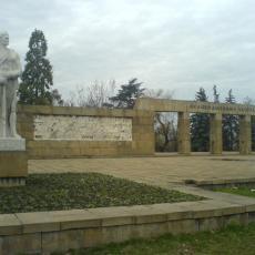 POLOŽENI VENCI U SPOMEN PARKU OSLOBODILACA BEOGRADA: Rusija i Srbija pobednice u Drugom svetskom ratu