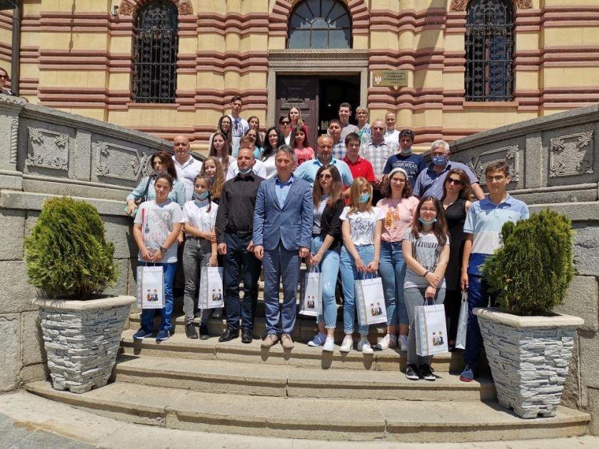 PONOS I NADA GRADA: Vranje nagradilo đake generacije