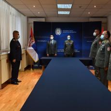 PONOS SRBIJE: Vučić vanredno unapredio zaslužne u borbi sa korona virusom (FOTO)