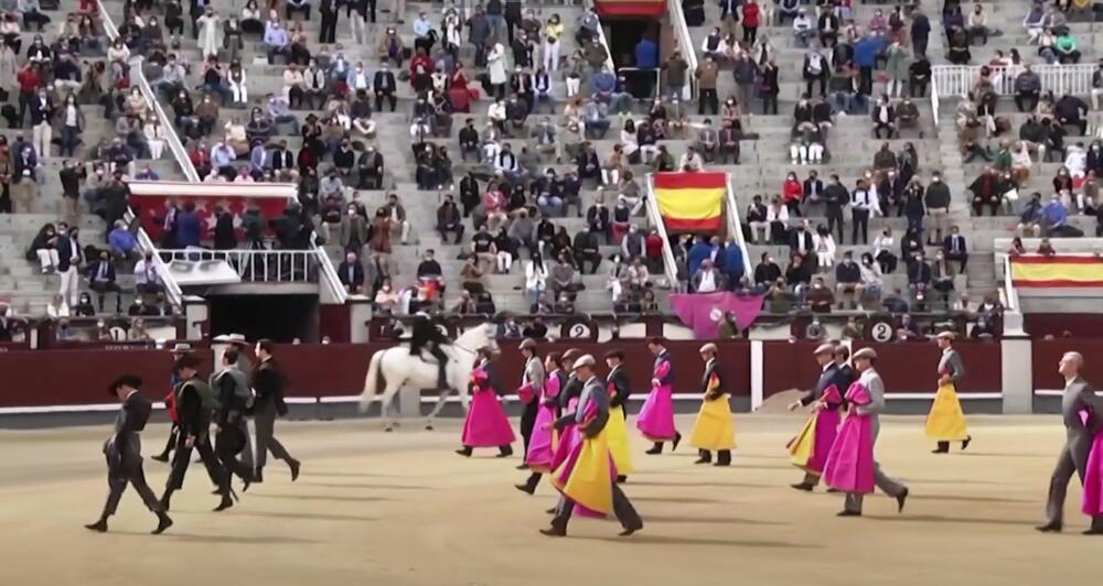 PONOVO RADI KORIDA: 6.000 Španaca gledalo borbe sa bikovima VIDEO