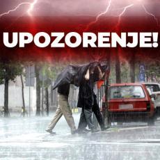 PONOVO SE OGLASILI IZ RHMZ: U narednom satu se očekuju jaki pljuskovi sa grmljavinom u ovim delovima Srbije