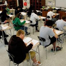 PORED ĐAKA TEST POLAŽU I NASTAVNICI? Provereno koliko su profesori obučeni da dežuraju na maloj maturi
