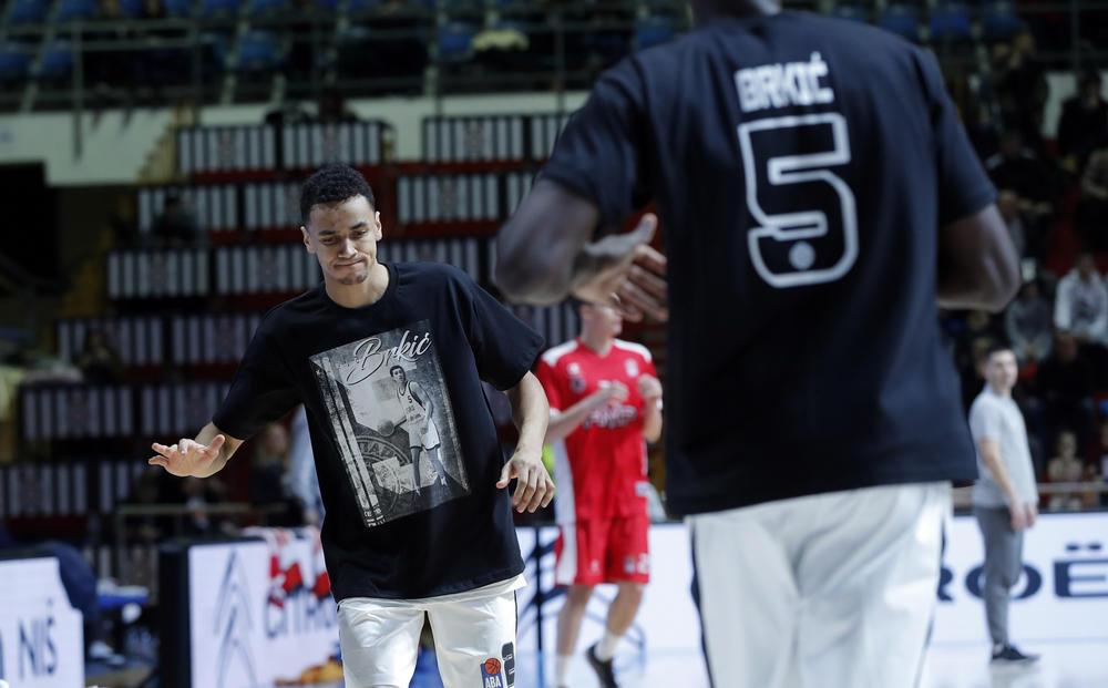 PORUKA ZA HARISA: Košarkaši Partizana emotivno obeležili godišnjicu Brkićeve smrti (VIDEO)