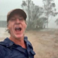 POSLE 18 MESECI SUŠE I POŽARA: Reakcija Australijanca na KIŠU obišla je svet! Kakva radost! (VIDEO)