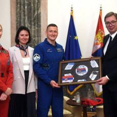 POSLE 185 DANA U ORBITI PRVO JE POSETIO SRBIJU: Predsednik Vučić ugostio ruskog astronauta Sergeja Kud - Sverčkova (FOTO)