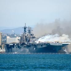 POSLE ČETIRI DANA PAKLA: Ugašen požar na američkom ratnom brodu, temperatura bila i do 1.200 stepeni (VIDEO)