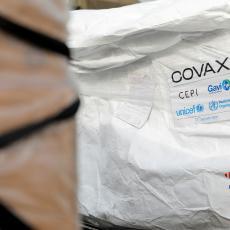 POSLE OVOG VIŠE NIŠTA NEĆE BITI ISTO: Prva osoba na svetu primila vakcinu iz programa Kovaks! (FOTO)