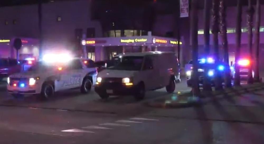 POSLE PUCNJAVE U LOS ANĐELOSU NAPADAČ POBEGAO AUTOBUSOM: U radnji ubijena jedna a povređene 2 osobe! VIDEO