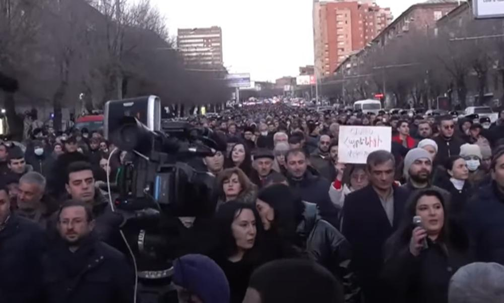 POSLE VOJSKE I POLICIJA TRAŽI OSTAVKU JERMENSKOG PREMIJERA: Objavljena imena 30 visokih policijskih funkcionera