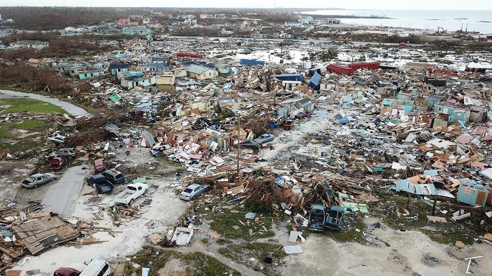 POSLEDICE STRAVIČNOG URAGANA DORIJANA: Na Bahamima nestalo 2.500 ljudi, spasioci i dalje pretražuju ruševine! (VIDEO)