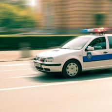 POTERA KAO U FILMOVIMA: Nasuli gorivo za 50 evra, pa bežeći od policije sleteli u groblje u Podvincima