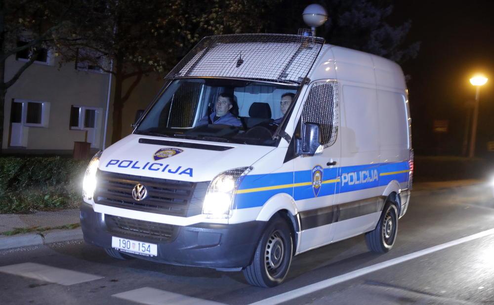 POTERA U VUKOVARU: Bežao patroli, pa se golfom zabio u policijski automobil