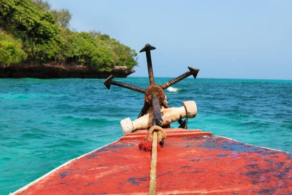 POTONUO BROD IZMEĐU ŠOLTE I BRAČA: Posada mogla da strada, ali su ih spasli turisti