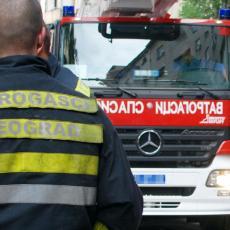 POŽAR NA BANOVOM BRDU: Zapalio se kiosk sa krofnicama, plamen ZABRINUO stanare