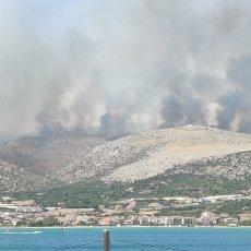 POŽAR U HRVATSKOJ VAN KONTROLE: Zbog jakog vetra vatrena stihija se širi brzo (FOTO/VIDEO)