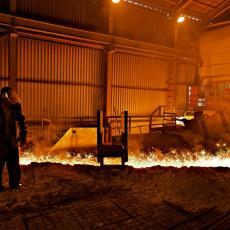 POŽAR U KRUŠEVCU: Gorelo preduzeće, gasilo ga 13 vatrogasaca!