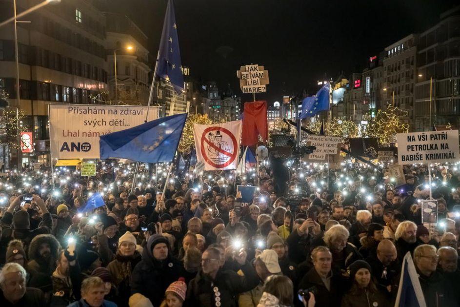 PRAG NA NOGAMA, ČESI TRAŽE OSTAVKU PREMIJERA: Desetine hiljada ljudi na ulici hoće smenu Babiša zbog korupcije (FOTO)