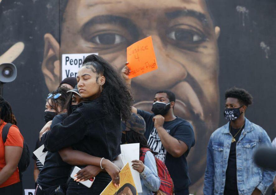 PRAVDA JE U RUKAMA AMERIKANACA: Šta sledi posle suđenja za ubistvo Flojda i da li je ovo kraj policijske brutalnosti u SAD?