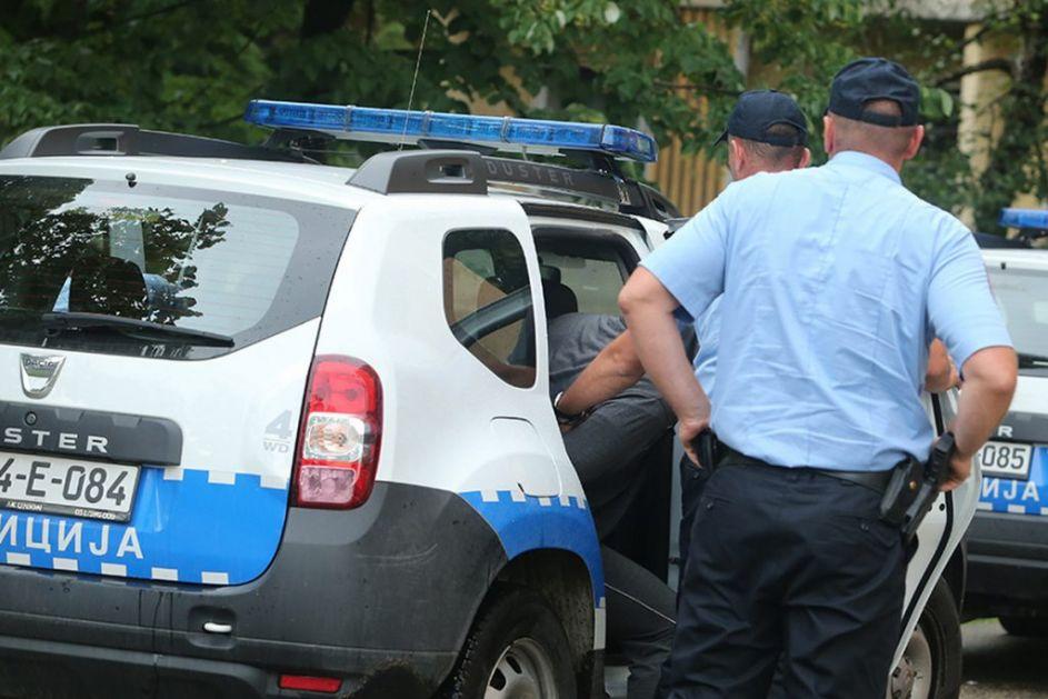 PRAVIO HAOS Pijani maloletnik na ulici napao sugrađanina, pa šakama udarao i povredio policajce