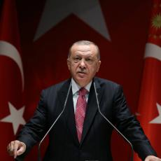 PREDSEDNIK TURSKE ODAO POČAST IZETBEGOVIĆU: Erdogan na Tviteru postavio poruku posvećenu bivšem lideru BiH (FOTO)