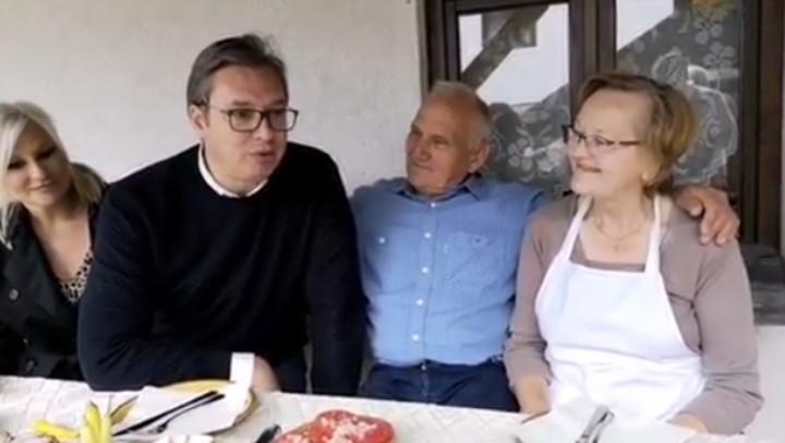 PREDSEDNIK VUČIĆ U ETNO SELU U OKOLINI KNJAŽEVCA: Došao sam da vidim šta smo uradili do sada i kako možemo da pomognemo srpskom domaćinu (VIDEO)