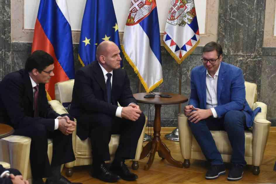 PREDSEDNIK VUČIĆ UGOSTIO RUSKOG HULKA: Zanimljiv susret dva Aleksandra! Nećete verovati šta je legendarni rvač poklonio prvom čoveku Srbije! (FOTO)