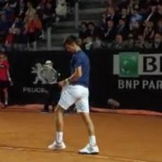 PREKID: Novak i Delpo MORALI u svlačionicu (VIDEO)