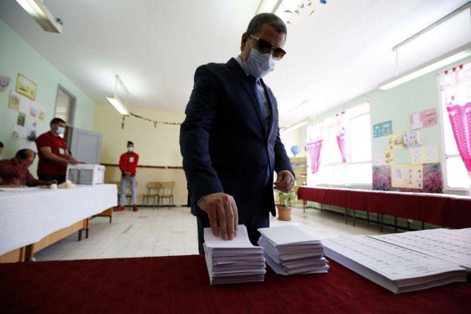 PREMIJER ALŽIRA PODNEO OSTAVKU Nova vlada moraće da se suoči sa velikom finansijskom i ekonomskom krizom