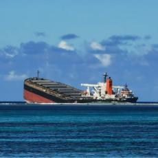 PREPOLOVIO SE BROD KOD MAURICIJUSA: I pored ispumpavanja u brodu je ostalo još nafte