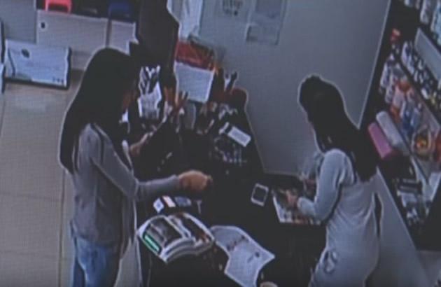 PREVARA VEKA Devojka dosla s 2.000 u prodavnicu u Obrenovcu trazila olovku i izasla s 3.600 u rukama (VIDEO)